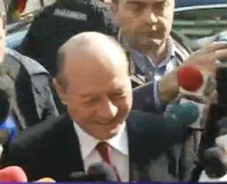 Basescu a ajuns la Parchetul General - fara declaratii, dar cu huiduieli (Video)