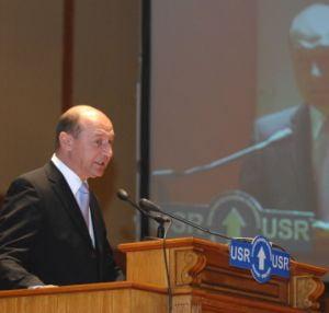 Basescu a aprobat eliberarea din functie a 34 de procurori si judecatori