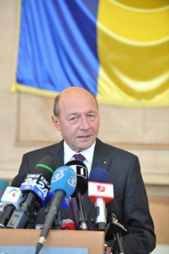 Basescu a decorat o educatoare, dupa o sugestie a Ecaterinei Andronescu