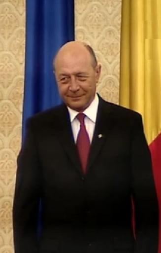 Basescu a ezitat sa dea mana cu Marga, la juramantul Guvernului Ponta