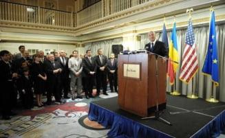 Basescu a facut poze cu romanii din diaspora in timpul discursului lui Marga (Video)