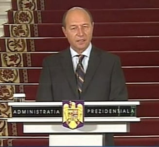 Basescu a inaintat in grad doi secretari de stat din MApN