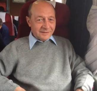 Basescu a mers la Brasov cu trenul (Video)