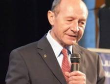Basescu acuza: Fratele meu, om operat pe inima, nu primeste medicamente in inchisoare