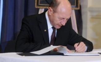 Basescu anunta ca va semna Legea referendumului pe 14 decembrie la 23.59