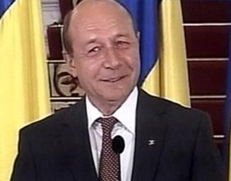Basescu anunta iesirea din recesiune - nu din criza, si restructurari