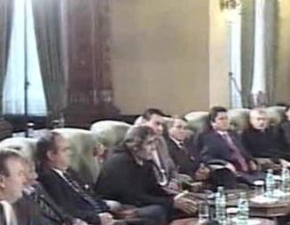 Basescu catre Pambuccian: Dumneavoastra ati mers in Parlament in blugi?