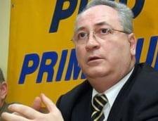 Basescu cedeaza in fata USL: il accepta pe Puiu Hasotti la Cultura