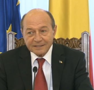 Basescu cere NATO armament pentru Ucraina: Armata ucraineana risca un macel