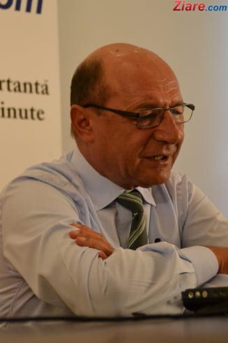 Basescu cere reexaminarea legii Bacalaureatului profesional