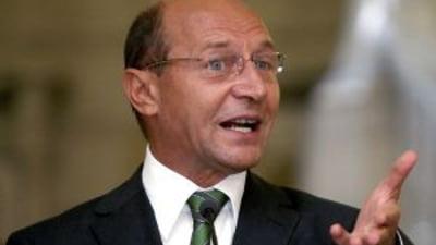 Basescu cere reexaminarea legii care interzice produsele etnobotanice