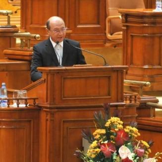Basescu cere un moratoriu de 45 de zile pentru deblocarea Parlamentului