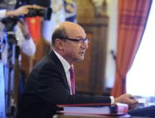 Basescu cheama Guvernul la consultari. De unde se iau bani pentru scaderea CAS si ce riscuri sunt