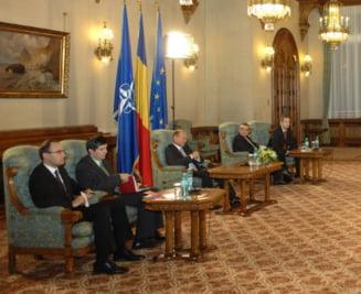 Basescu cheama partidele la consultari, miercuri
