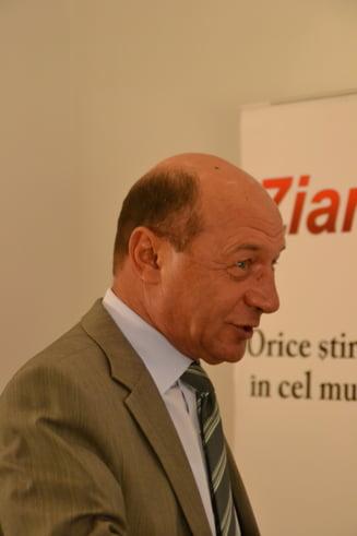 Basescu critica lipsa de reactie a lui Iohannis la declaratiile lui Junker: Eu eram cu telefonul calare pe el (Video)