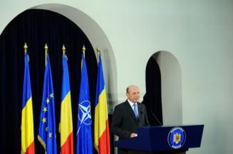 Basescu decoreaza armata din Muntenegru, pentru ajutorul acordat la accidentul din iunie