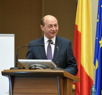 """Basescu despre """"domnisoarele rujate"""" de la Tv, declaratia anului 2010 - Sondaj Ziare.com"""