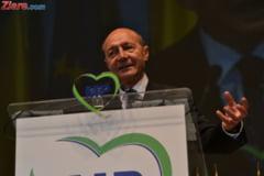 Basescu e convins ca ar fi mai bun ca Ciolos, exceptional chiar. In ce conditii ar taia iar salariile