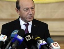"""Basescu explica """"dezbracarea"""" prezidentiabililor: Sa spuna daca au fost ofiteri acoperiti"""