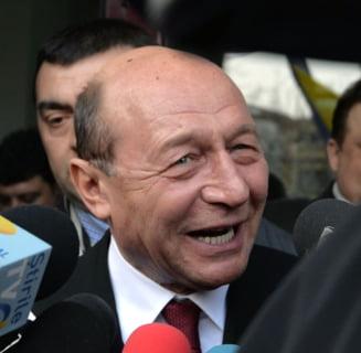 """Basescu explica cum l-au """"facut de rahat"""" Ponta si Oprea pe Iohannis: Un papagal e lasat fara pene de i se vede tartita"""