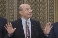Basescu face clarificari dupa anuntul de pe Facebook: Nu imi dau demisia, o sa caut unul ca mine
