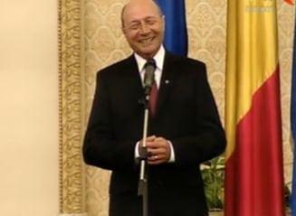 Basescu felicita Guvernul Ponta pentru votul din Parlament: Va apropiati de 322