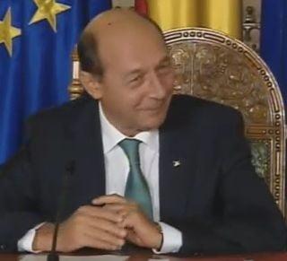Basescu glumeste cu FMI: Discutia cu coalitia, mai dificila decat cu Executivul