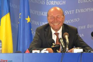"""Basescu i-a decorat pe ambasadorii Italiei si Greciei - """"prieteni foarte buni ai Romaniei"""""""