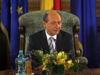 Basescu ii cere lui Geoana sa urgenteze adoptarea Legii pensiilor