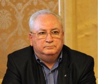 Basescu ii cere lui Hasotti sa dea in scris ca nu a plagiat. Hasotti, de acord