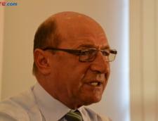 Basescu ii cere lui Iohannis sa reia referendumul din 2009