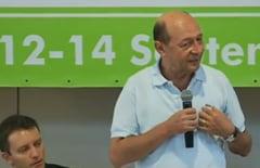 Basescu ii indeamna pe tinerii PMP sa stea cu chirie si sa protesteze zilnic la Guvern