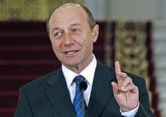 Basescu ii invita pe tineri sa ocupe fara concurs trei posturi de consilier prezidential