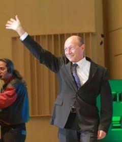 Basescu ii raspunde lui Mihalache: Cand nu dormi la serviciu, spune-i lui Iohannis sa mai stea pe acasa
