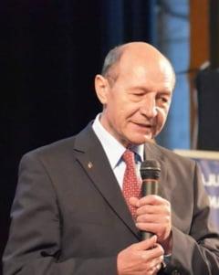 Basescu il critica pe Iohannis dupa desemnarea lui Grindeanu: Anuntarea premierului nu se face printr-un comunicat