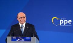 Basescu il critica pe Predoiu pe tema desfiintarii Sectiei Speciale: Slugareste si el putin, poate se mai pricopseste cu o decoratie