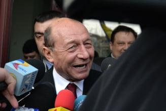 Basescu il ironizeaza pe Ponta: Mai bine sarbatoarea 165 de zile de cand a pierdut alegerile ca un gugustiuc (Video)