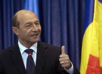 Basescu il lauda pe Petre Roman si il critica pe Ion Iliescu