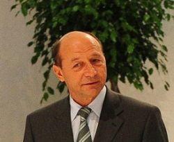 Basescu intoarce in Parlament modificarile la Legea referendumului