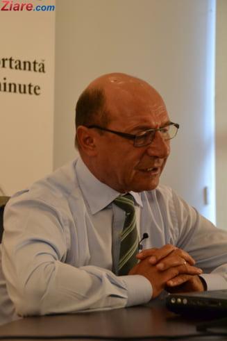 """Basescu l-a """"atentionat"""" pe Iohannis ca sotul lui Sevil Shhaideh a lucrat 20 de ani in Guvernul sirian"""