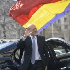 Basescu le raspunde celor care au contestat prezenta sa la parada: Baieti, cantati la alta masa aria penalului victima