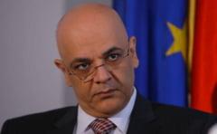 Basescu nu a uitat razboiul cu Raed Arafat: Sa plece sau va face mult rau (Video)