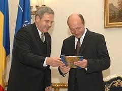 Basescu nu poate sa-i retraga acum decoratia lui Tokes: Ponta nu are dreptul sa o ceara