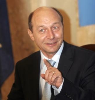 Basescu nu s-a dus la nunta, insa a trimis darul Opinii