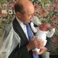 """Basescu o da exemplu pe fiica sa Elena: """"Cine vrea, creste copii si in Romania. E singura si are trei"""". De ce vrea sa dezincrimineze drogurile usoare"""
