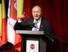 Basescu o sfatuieste pe Carmen Dan sa achizitioneze rapid bratari electronice, nu bastoane