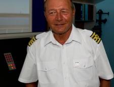 Basescu revine cu un nou mesaj pe Facebook: Opriti-va, imbecililor!