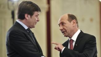 Basescu revine in forta: Presedintele l-a devansat pe Crin Antonescu - sondaj CSCI (Video)
