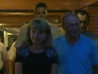 Basescu s-a relaxat la restaurant, alaturi de sotie
