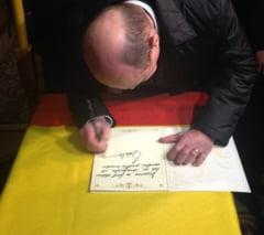 Basescu scrie o carte: Fac tot atatea greseli de limba romana cate faceti si dvs! (Video)